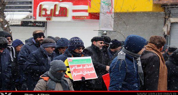 چهلویکمین سالگرد پیروزی انقلاب اسلامی با حضور باشکوه مردم حسینی و انقلابی در هوایی سرد و برفی در اردبیل برگزار شد